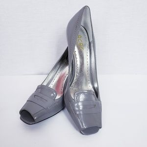 BCBG Paris size 9 Gray Leather Square Peep Toe